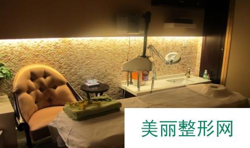 上海欧华国j医疗美容机构新年专属 金猪特惠价格表