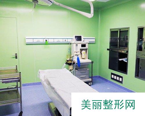 福州胸部整形医院哪家好?福州海峡整形2019价格表曝光