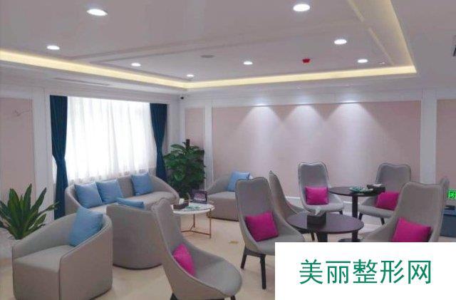 【北京做双眼皮】哪家医院比较好?【北京美莱医疗美容医院】价格表详情解析