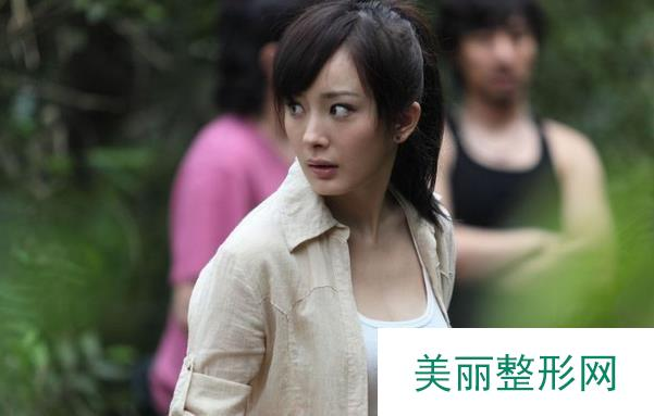 #揭秘#杨幂隆胸照对比照片,从A到G的胸部进化史~